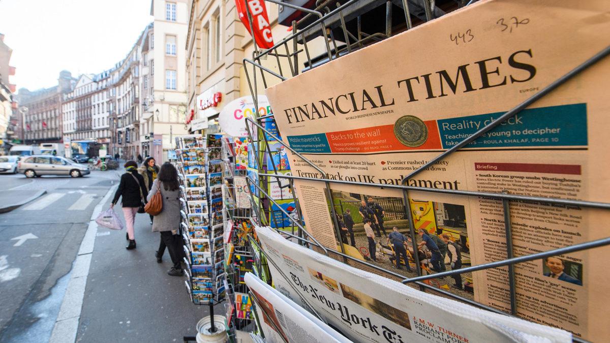 ¿Por qué los diarios económicos son de color salmón?