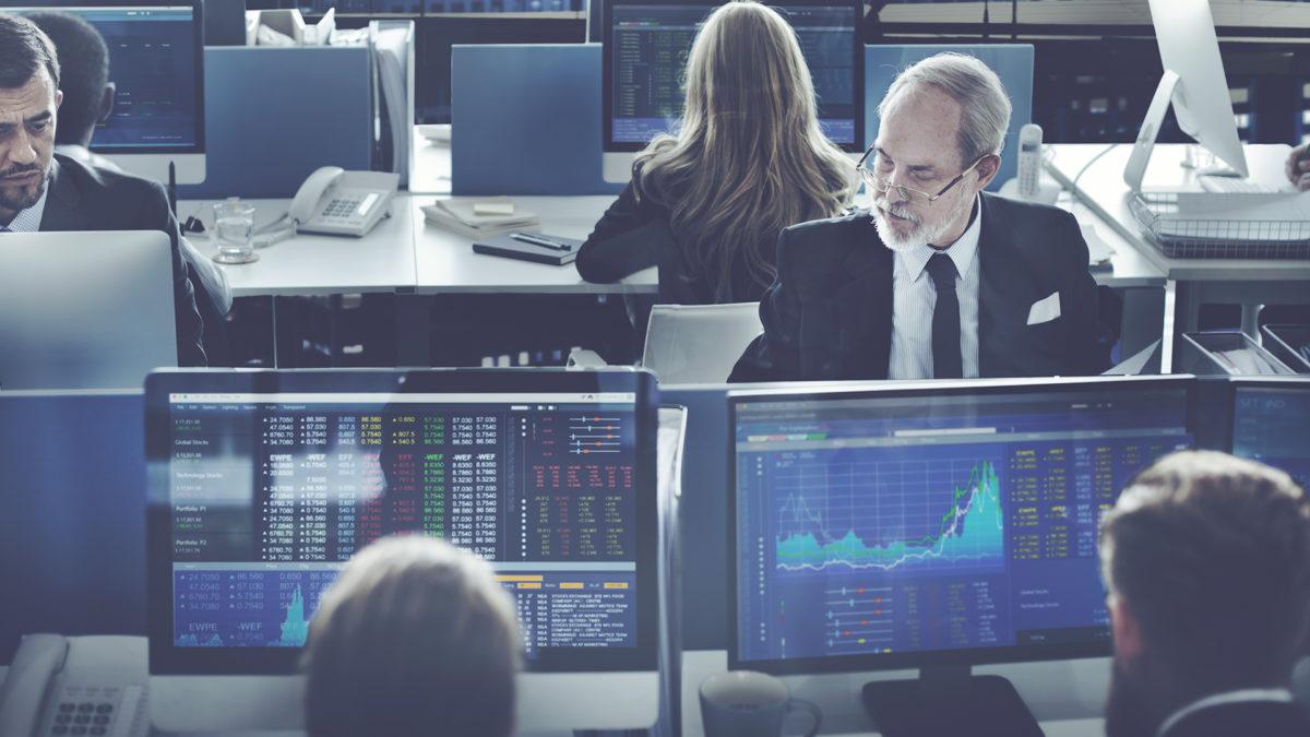 ¿Por qué suben o bajan las acciones en el mercado de valores?