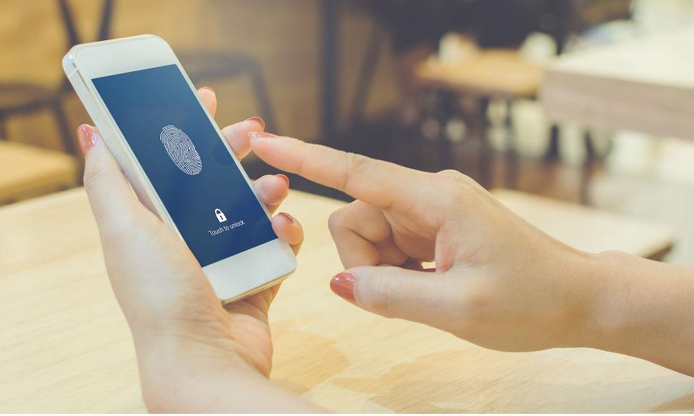 ¿Sabes cómo los sistemas biométricos mejoran la seguridad del cliente en banca?